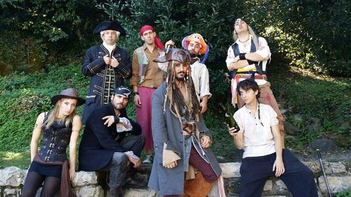 pirati caraibi jack sparrow sea mare compass seven seas cast